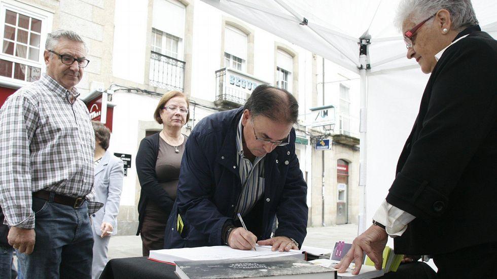 santacoruna.Una recogida de firmas organizada en Monforte en el 2013 por la Diputación lucense para apoyar la candidatura de la Ribeira Sacra a patrimonio de la humanidad