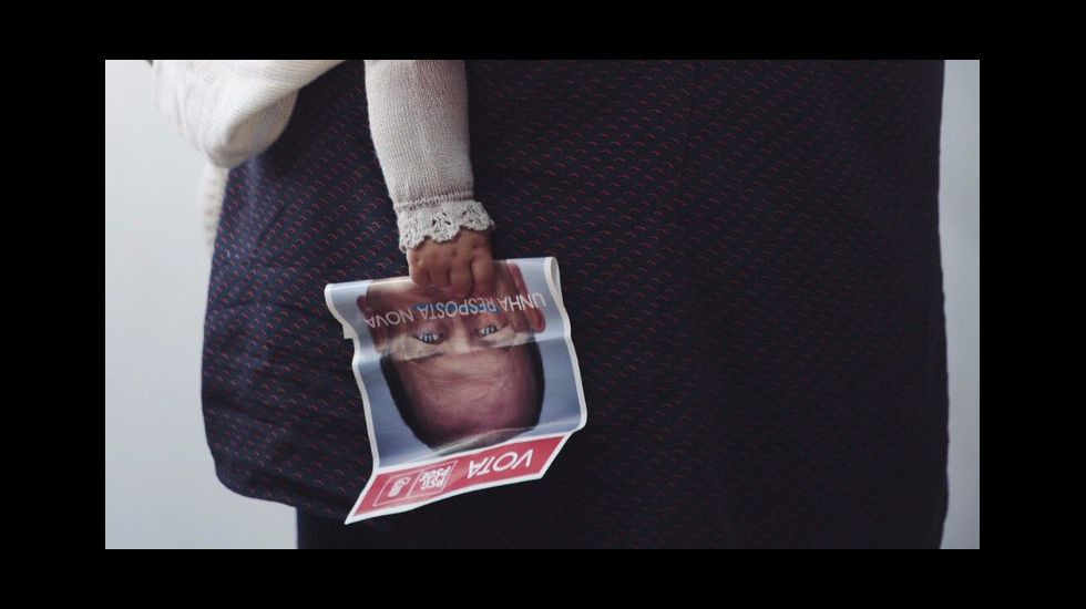 La foto más tierna de la campaña, esta del PSdeG, ilustra el lema «Recuperación con corazón».