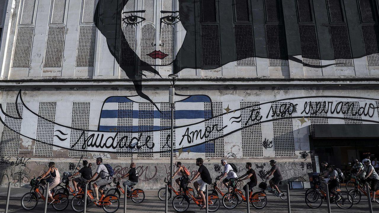 .Decenas de ciclistas realizan un paseo en bicicleta con motivo del Congreso Internacional de Ciclismo, en Rio de Janeiro