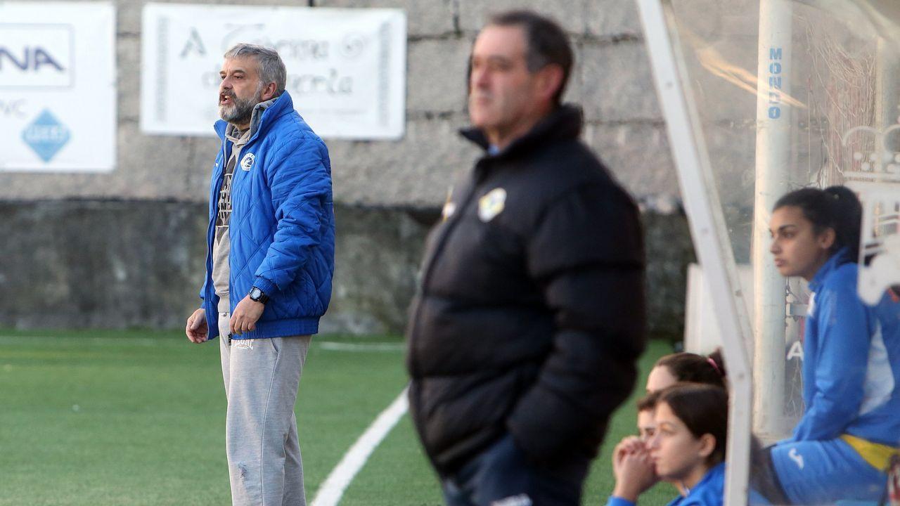 Real Oviedo Femenino Monte.Las futbolistas azules celebran el gol de Carol González