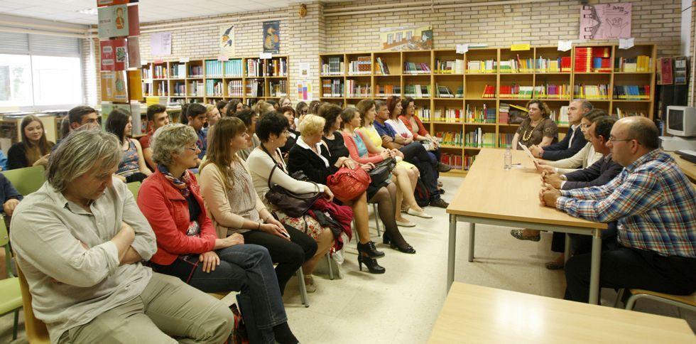 Los alumnos y profesores extranjeros fueron recibidos ayer en el colegio de Coles.