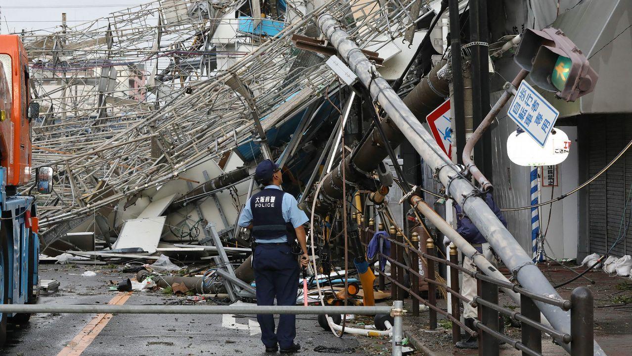 Daños provocados por los fuertes vientos que ha dejado el tifón Jebi, en Osaka