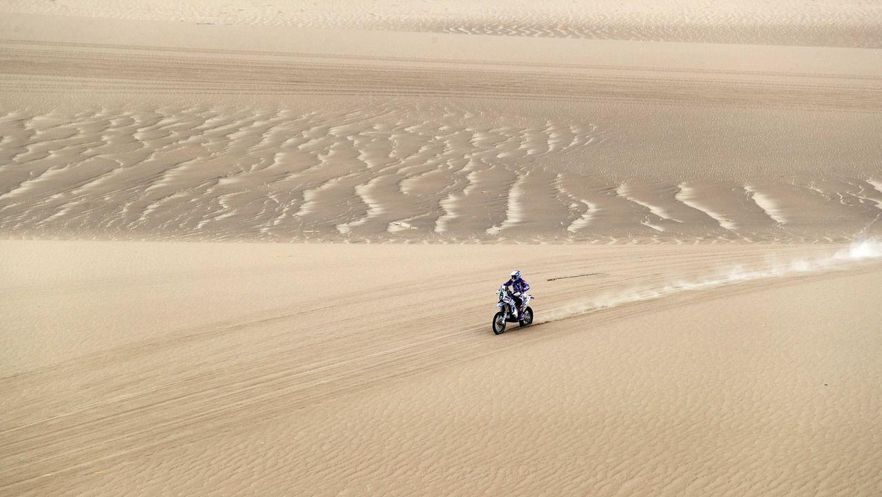 El holandés Paul Spierings conduce su motocicleta Husqvarna durante la primera etapa del Rally Dakar 2019