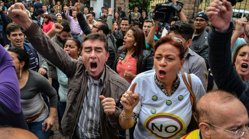 Los votantes del no tomaron las calles de las principales ciudades de Colombia para festejar la victoria en el plebisticio.