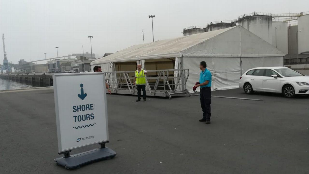 Instalación de una terminal móvil en el muelle de San Diego para la llegada de un trasatlántico