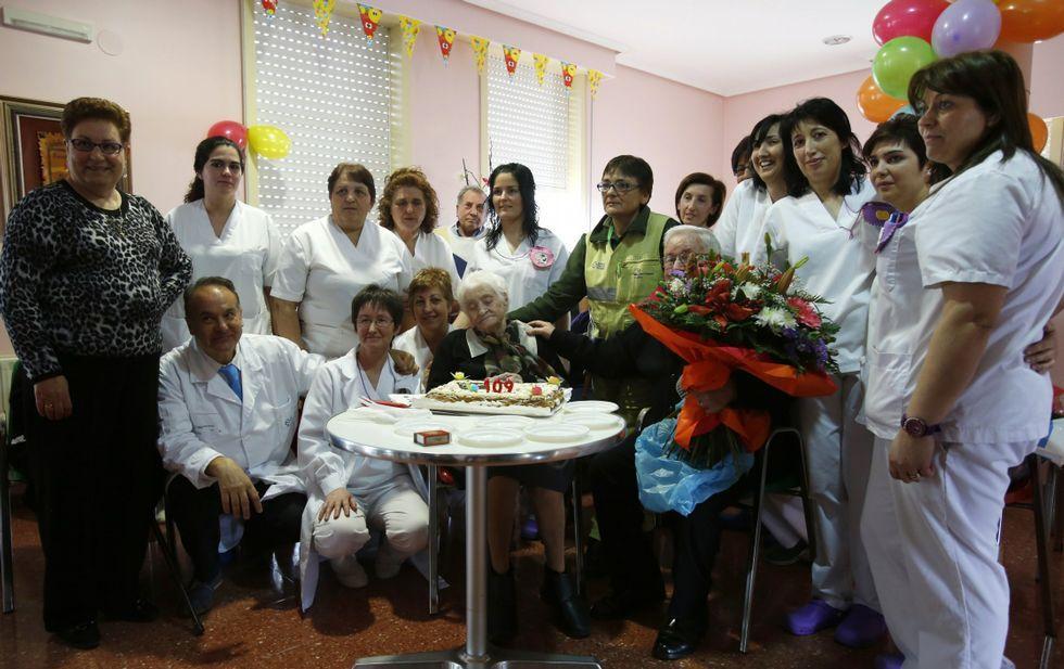 Josefa Álvarez celebró su cumpleaños en la residencia donde vive desde hace 17 años.