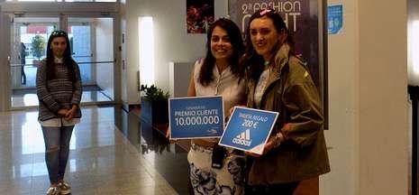 Las fotos del Messi-Ronaldo.Ana Brenlla Gerpe se convirtió en la visitante número diez millones del centro comercial.