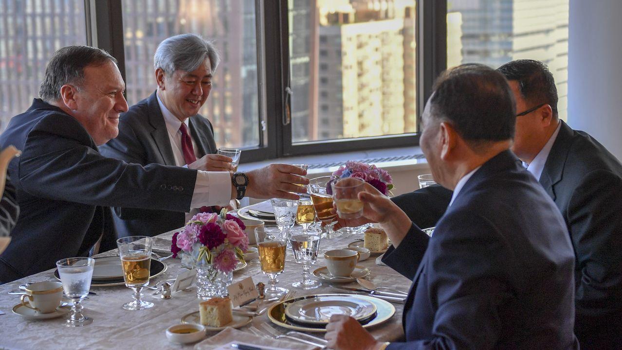 .El secretario de Estado de EE.UU., Mike Pompeo, durante la cena con la delegación norcoreana