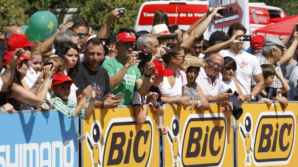 Miles de personas se congregaron en la zona de salida y en muchos lugares del recorrido pese al intenso calor