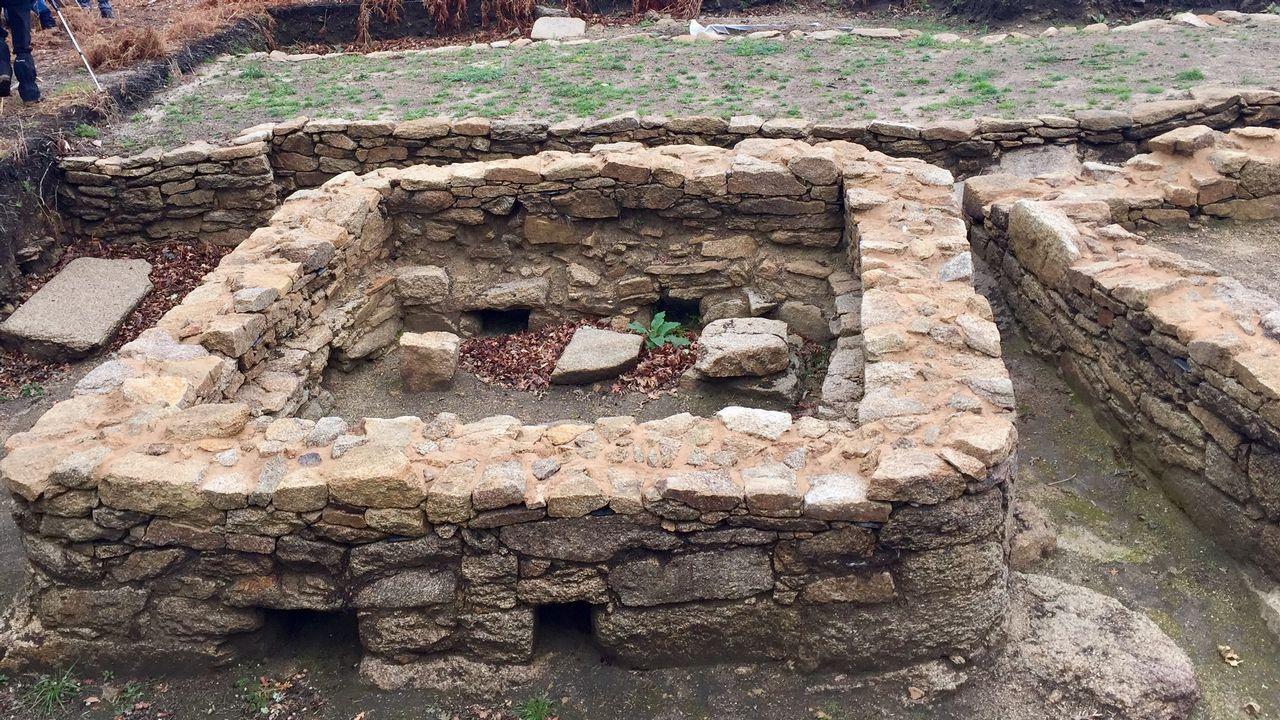 Restos del que está considerado como el hórreo más antiguo de Galicia, que está en esta ruta