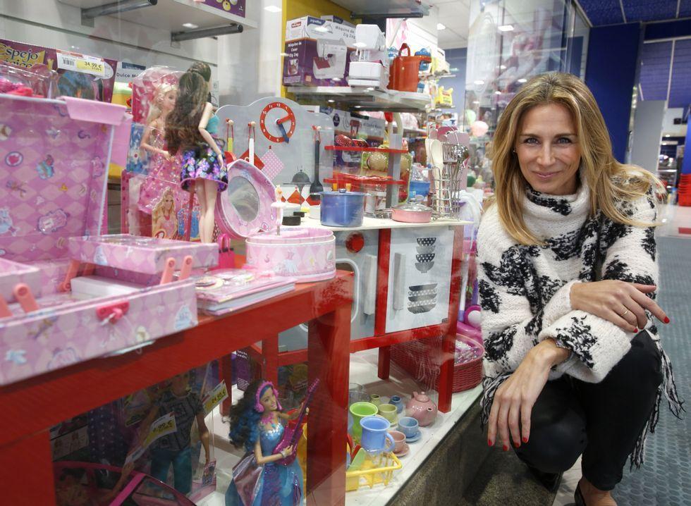 .Con Alba Alonso comprobamos que hasta los escaparates de las jugueterías van por sexos.