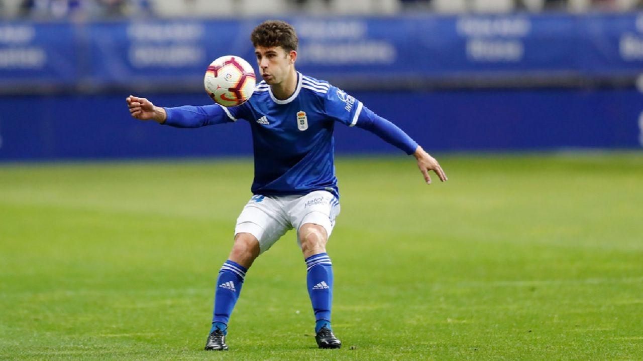 Jimmy Real Oviedo Granada Carlos Tartiere.Jimmy controla un balón durante el encuentro ante el Granada