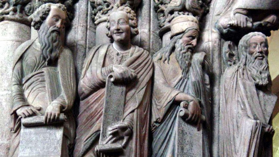 .El profeta Daniel (segundo por la izquierda) del pórtico de la Gloria de la catedral compostelana, obra del maestro Mateo que fue realizada por encargo del rey Fernando II de León