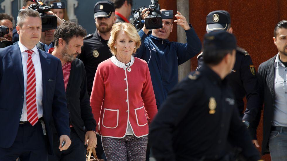 Esperanza Aguirre rompe a llorar.Esperanza Aguirre, como ministra de Cultura en el 2006, junto a Manuel Fraga.