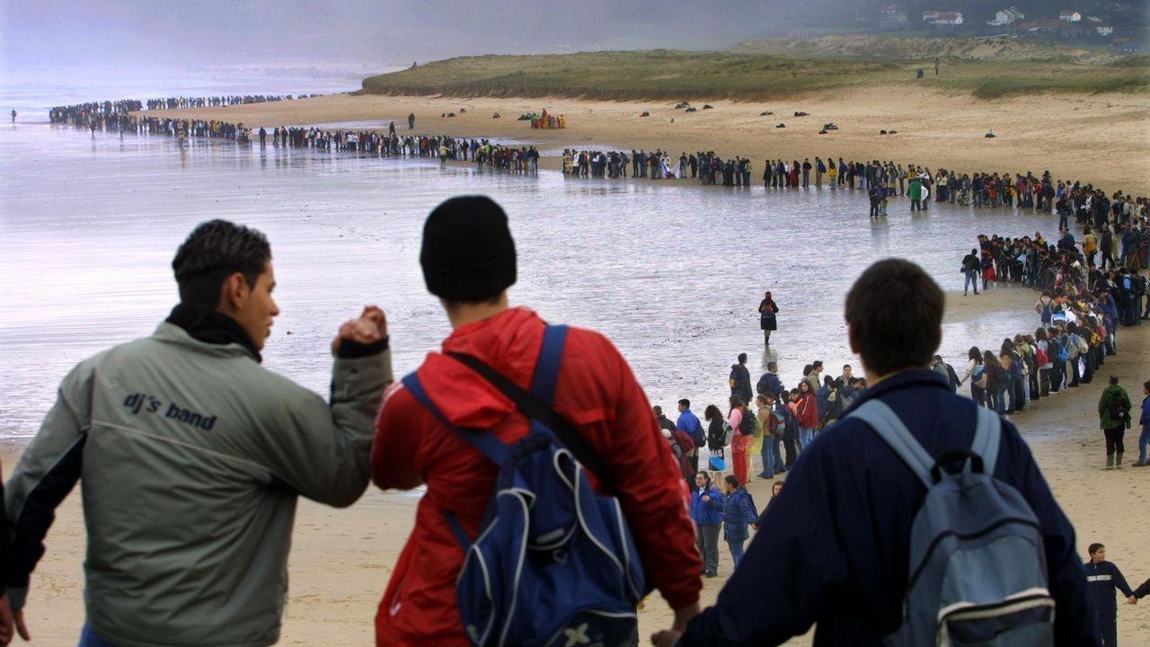 Retiran las seis últimas plataformas del polígono bateeiro de Corme.La polémica del buceo en apnea llegó al Parlamento Galego