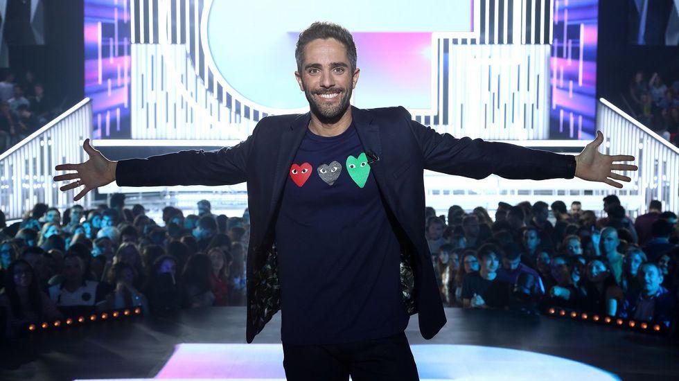 María cantando «Múerdeme»  en la Gala Eurovisión 2019