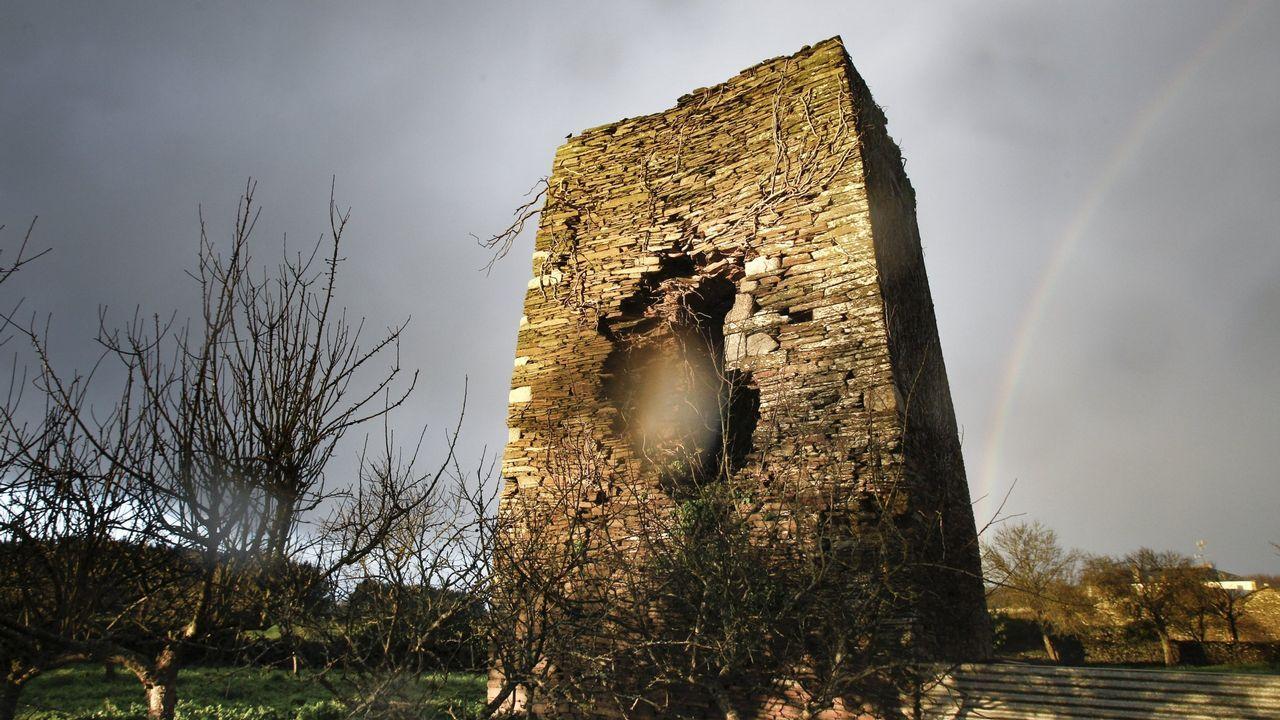 Lo que ha pasado en la primera semana de juicio contra La Manada.Torre de Taboi. Outeiro de Rei, final de la Edad MEdia. Torre de homenaje de lo que fue un castillo completo. Está a punto de derrumbarse.