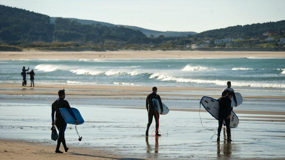 Playa de Retorta, en Boiro.Playa de Esmelle, en Ferrol