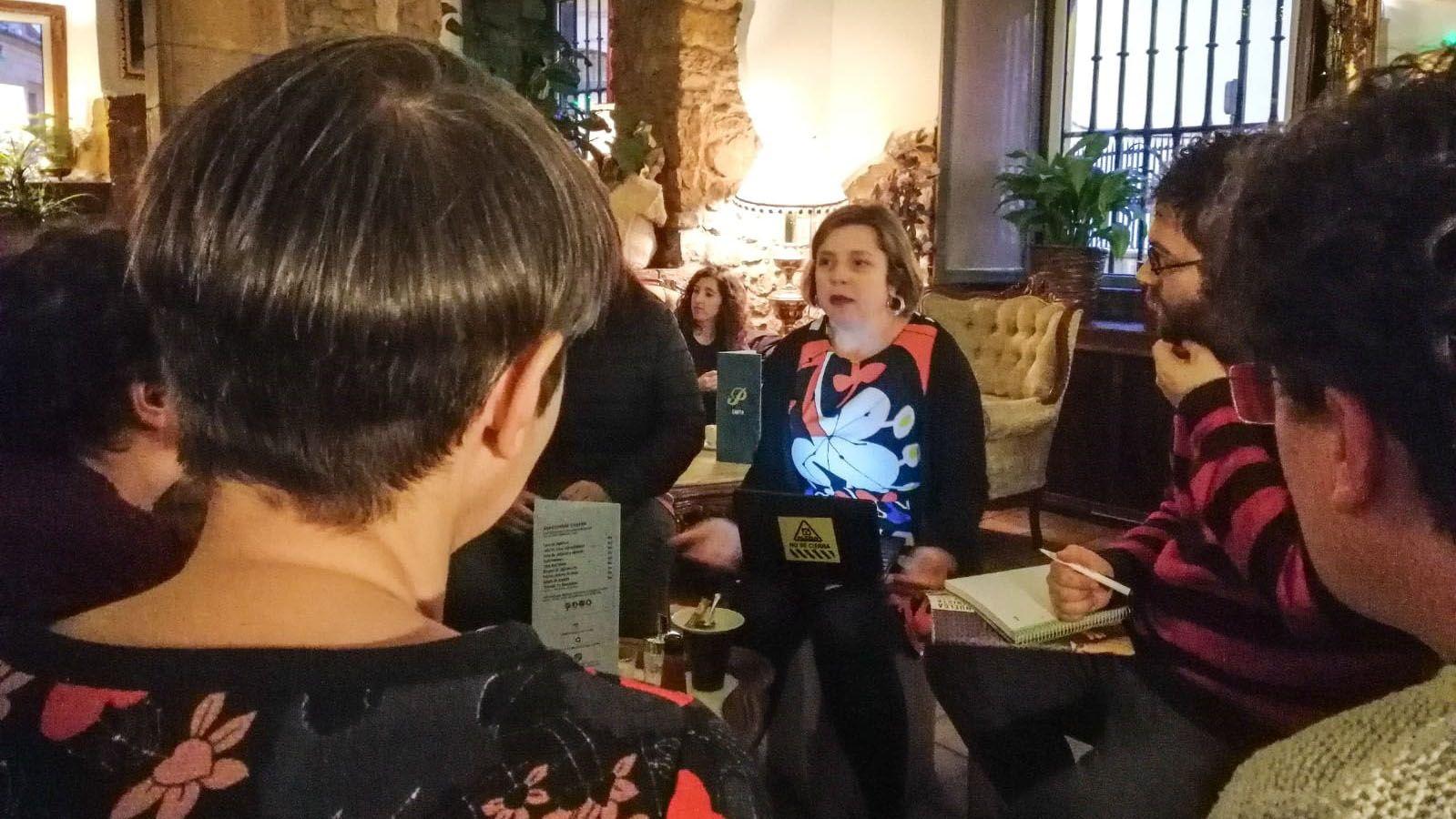 La campaña de Somos al estilo Pantomima Full.Ana Taboada durante el café con los ciudadanos en el Per Se