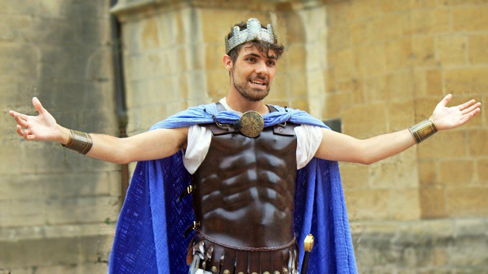 Alfonso II El Casto, interpretado por Hugo Manso, en un momento de la representación.