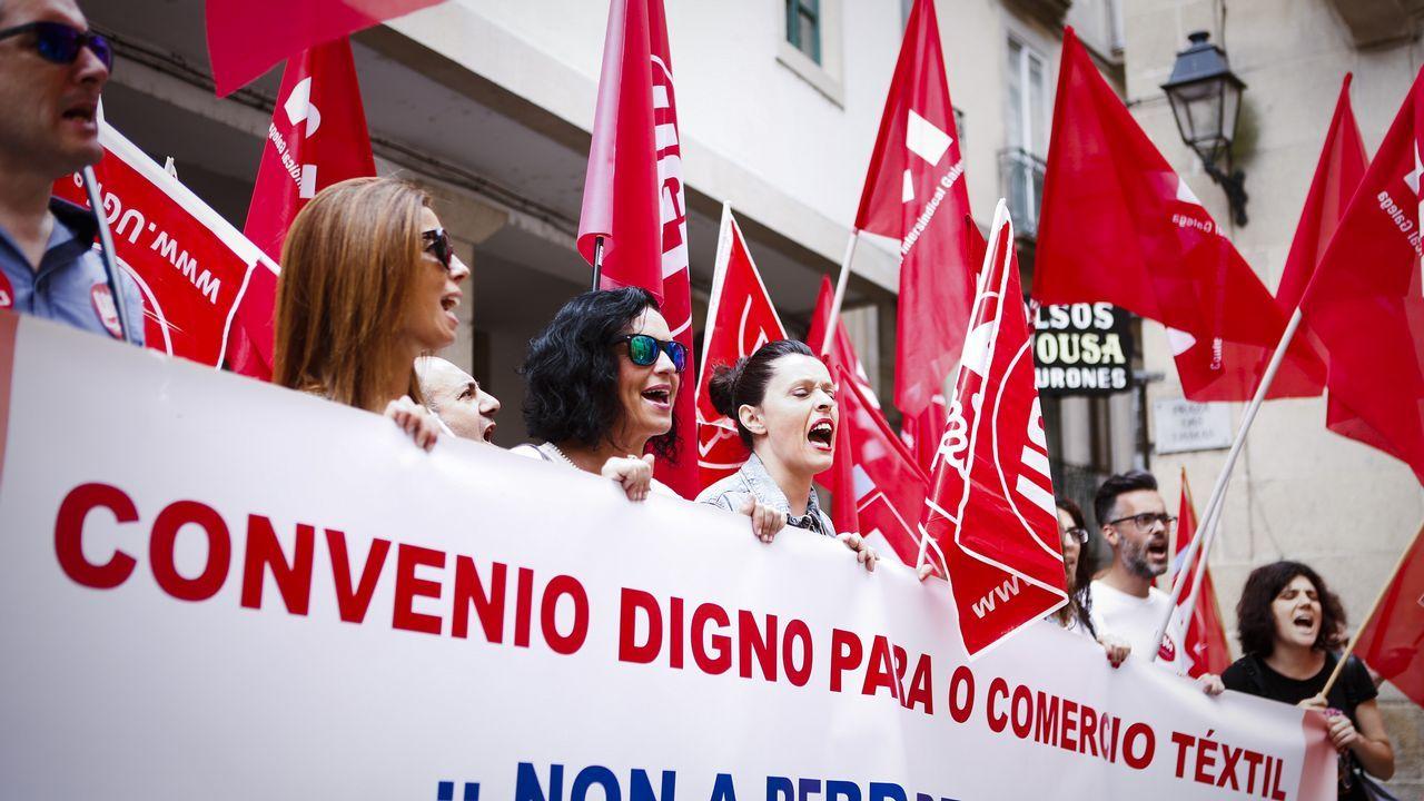 Sindicatos y CEOE.Protesta de los trabajadores de la empresa Asturleonesa en la central berciana de Compostilla