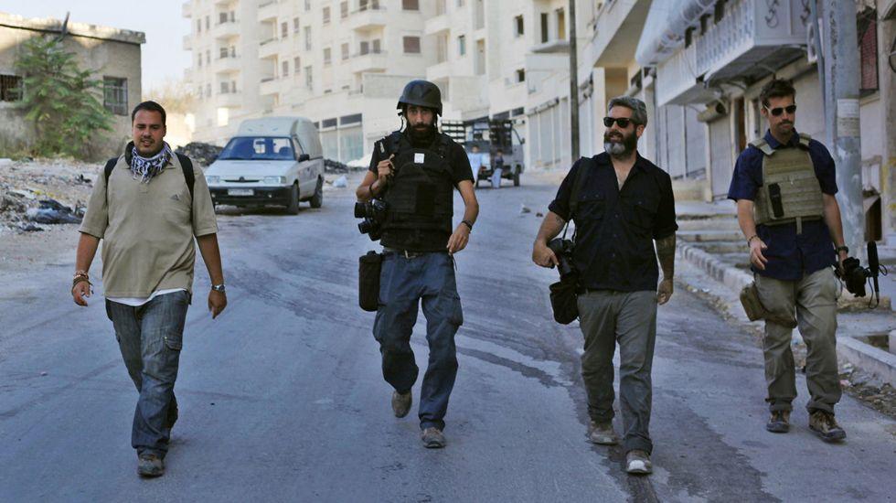 De derecha a izquierda: James Foley (decapitado por el Estado Islámico en agosto del año pasado), Zac Baillie, el premio Pulitzer Manu Brabo y Antonio Pampliega (actualmente desaparecido en Siria)