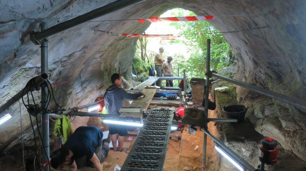 La primera gran nevada del otoño en Lugo.En Eirós se han encontrado restos que dejaron neandertales y «Sapiens» cuando habitaban la zona, hace más de 30.000 años