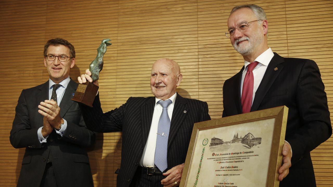 «Compostela, un ano de Voz».Feijoo y el conselleiro de Facenda, Valeriano Martínez, en el Parlamento en una foto de archivo