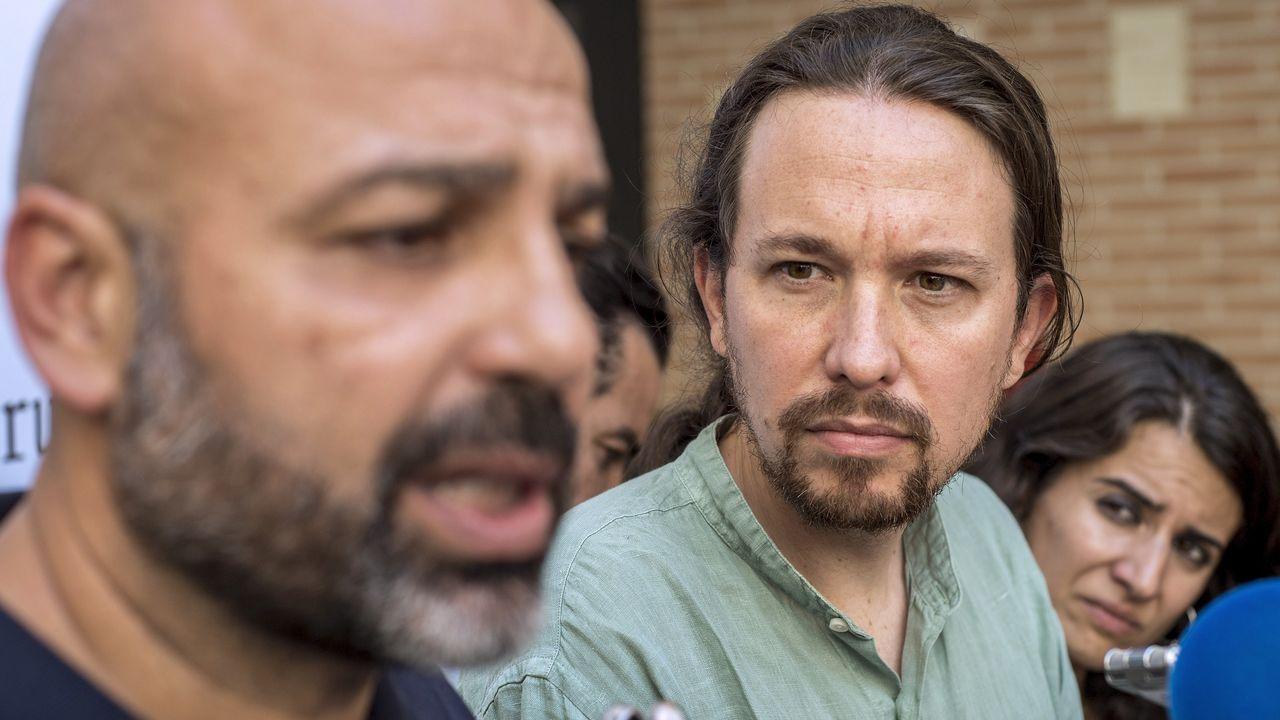 El «show» de Rufián vuelve al Congreso.El cofundador de Podemos, Juan Carlos Monedero, y la secretaria general de Podemos Galicia, Carmen Santos