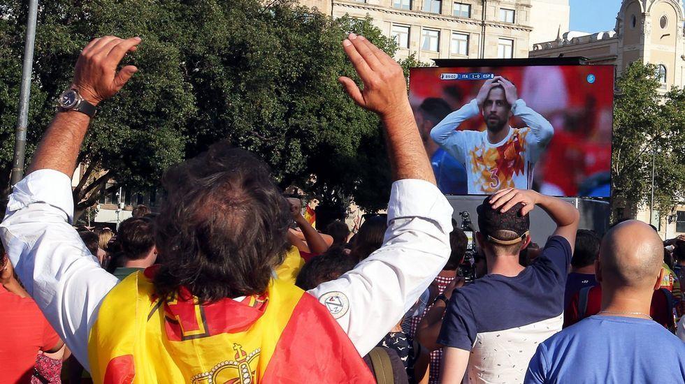 Las imágenes de la Diada.Albert Rivera, hoy en Santiago con unos peregrinos