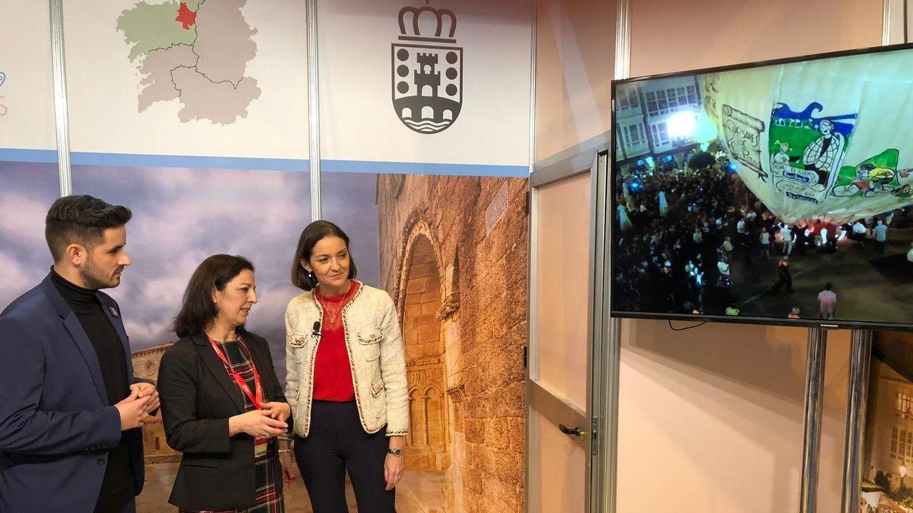 La ministra de Industria y Turismo, de paseo por Vigo.El consejero de Empleo, Turismo e Industria, Isaac Pola