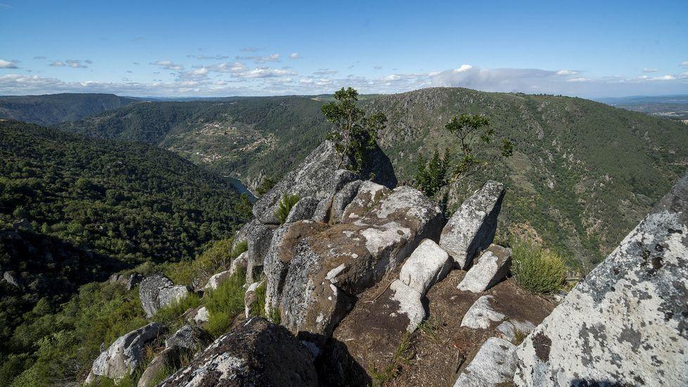 Ruta de senderismo de Moura (Nogueira de Ramuín). Las vistas del cañón del Sil desde lo alto del castro de Moura son espectaculares