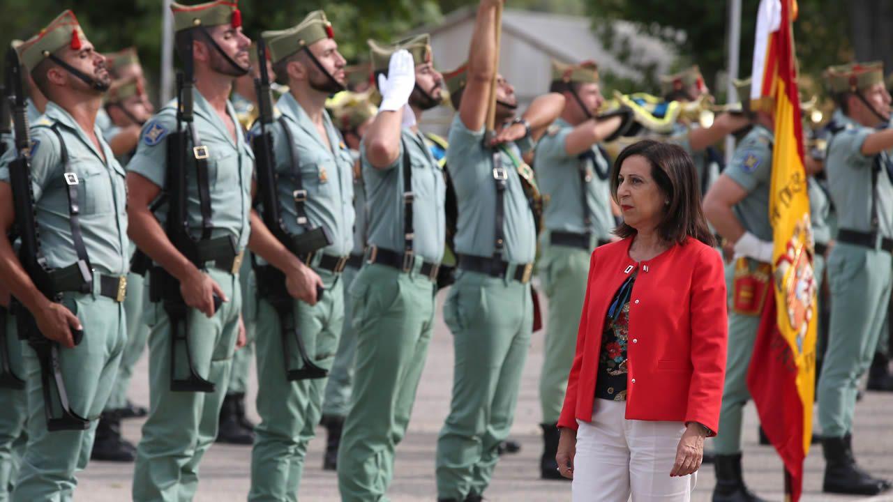 La ministra de Justicia Dolores Delgado; la de Defensa, Margarita Robles; y la de Hacienda, Maria Jesús Montoro, al inicio de la sesión de control al Ejecutivo que hoy se celebra el Congreso