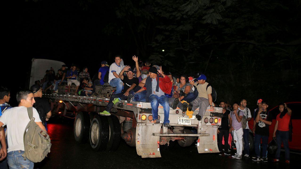 rupos de ciudadanos hondureños que emigran a los Estados Unidos salen en caravana de la ciudad de San Pedro Sula (Honduras). Más de 500 migrantes hondureños iniciaron una nueva caravana con la idea de cruzar Guatemala y llegar a Estados Unidos, pese a los constantes llamados de las autoridades del país a no migrar por los riesgos en la ruta