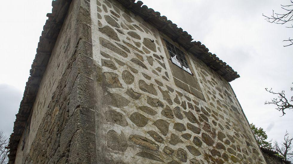 Fachadas decoradas con cal en las comarcas de Lemos y Chantada.