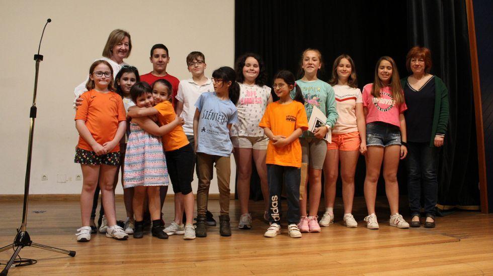 Entrega de premios del certamen municipal de teatro escolar.Nuno Sinde y Pedro Fernández en uno de los laboratorios del Colegio SEK-Atlántico