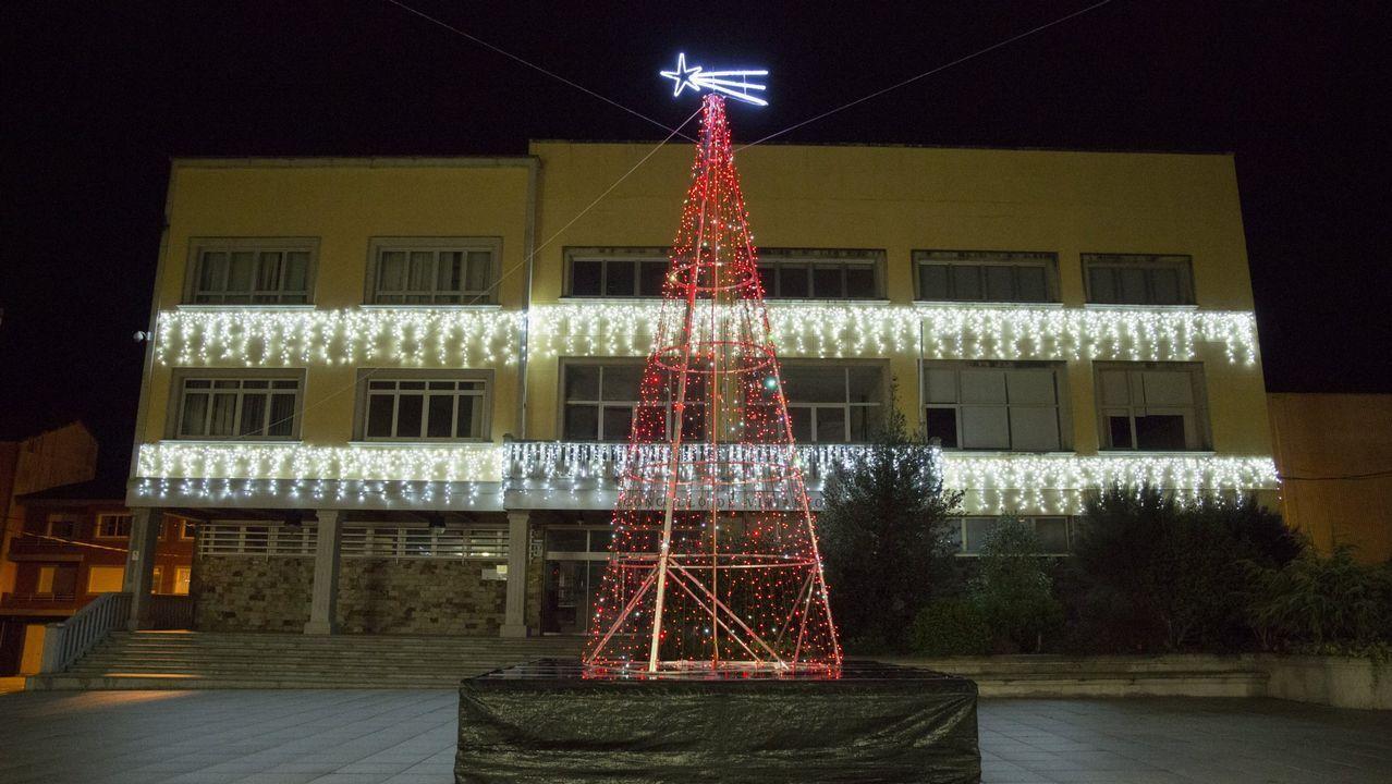 Pregón navideño en la parroquia de Carballo, con Aspaber: ¡el álbum!.Los Lakers y los Warriors durante un partido de pretemporada