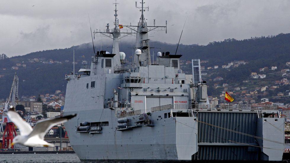 Buque Galicia de la Armada, en el puerto de Vigo