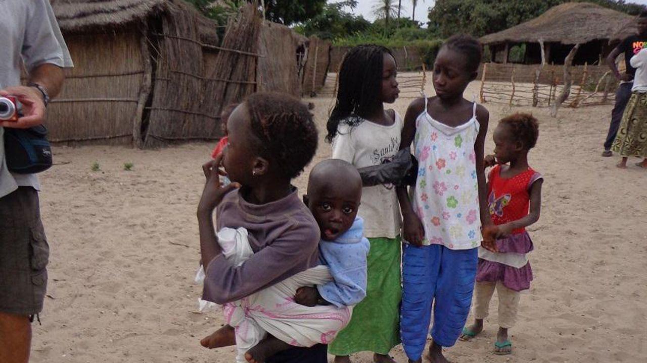 Niños de un poblado de Senegal fotografíados en el último viaje a África de la asociación