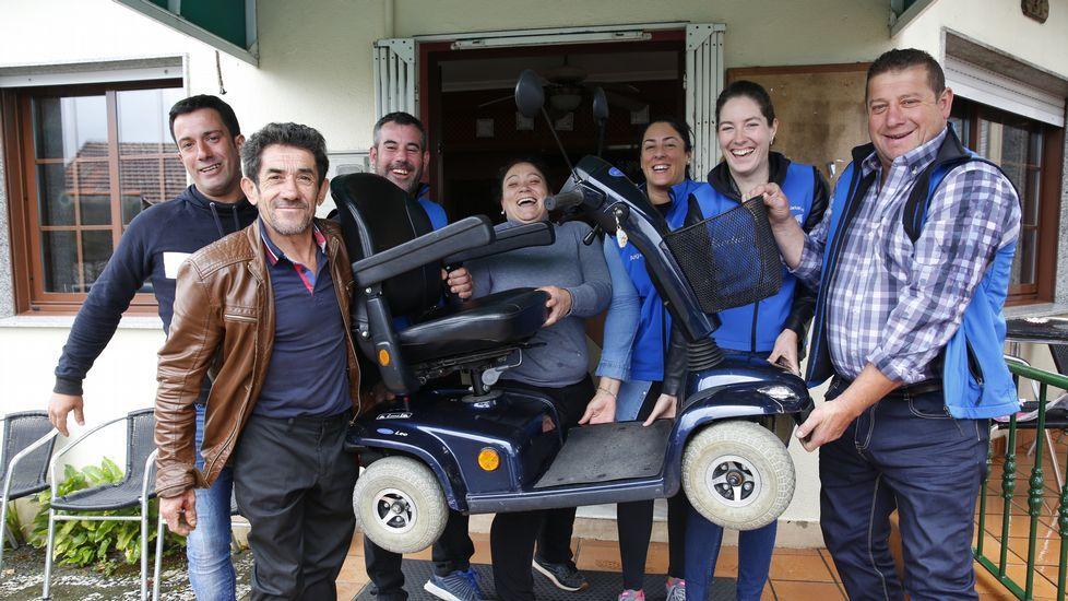 Asociación cabalar que regala una silla a un enfermo sin recursos.