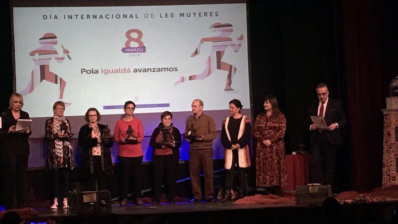 Acto institucional del 8-M en Asturias.Faladoiro Feministas e Artistas, celebrado ayer en la biblioteca Rego da Balsa de Carballo