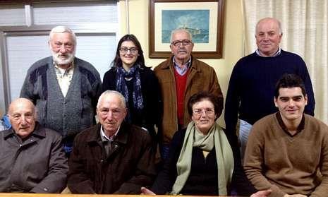 Integrantes de la directiva de la comunidad de montes, en el local social de la parroquia de Loiba.