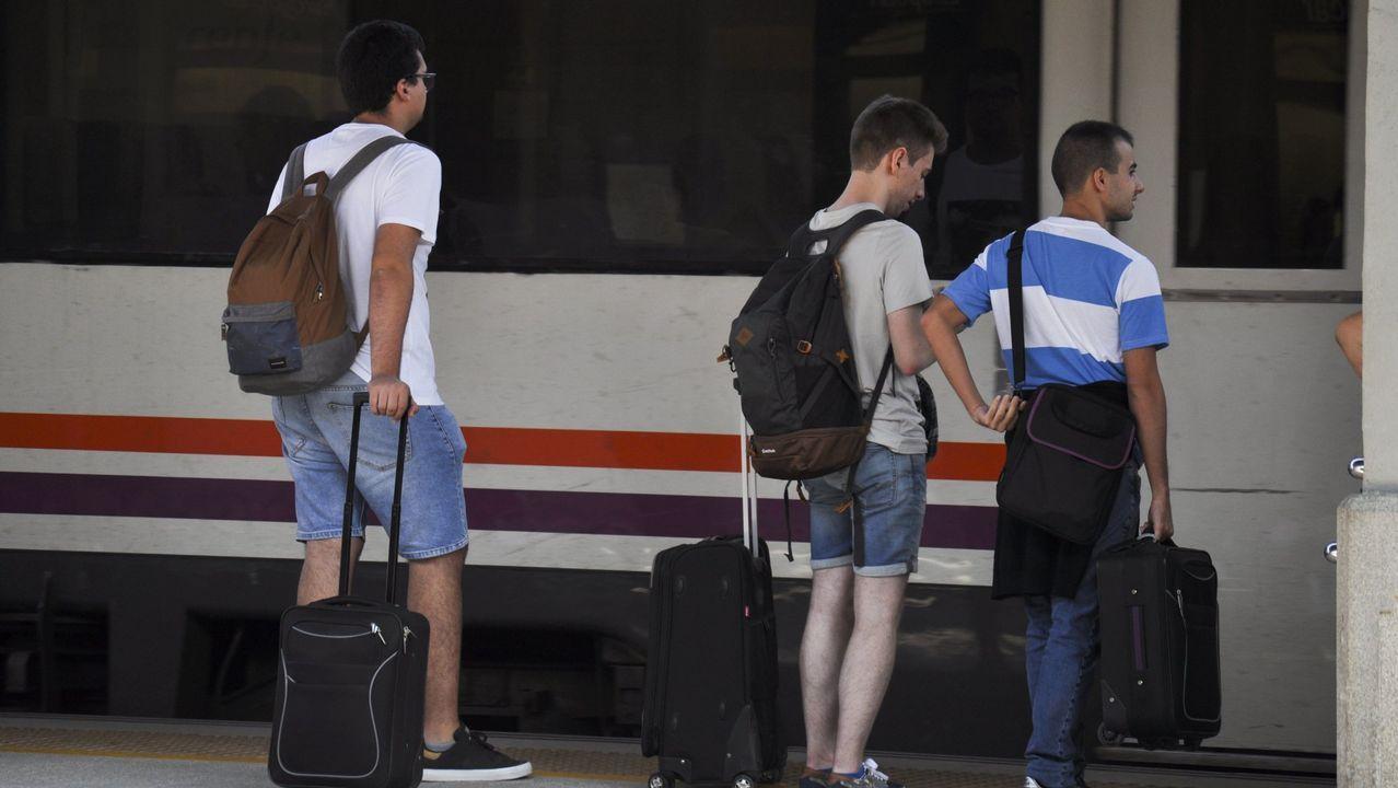 El tren con contenedores cruza Vilagarcía.Aspecto que presenta la vía de tren a su paso por Serrapio-Cabañaquinta, en el concejo de Aller (Asturias), a causa del temporal de lluvias registrado en los últimos días