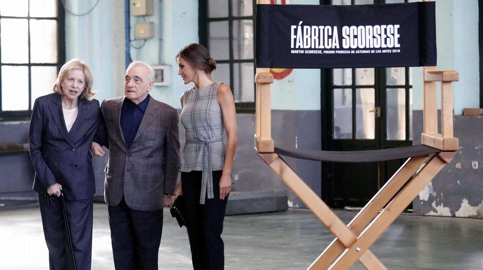 Los Reyes, en Asturias.La reina Letizia a su llegada hoy en la antigua fábrica de Armas de La Vega para asistir a un homenaje al director estadounidense Martin Scorsese