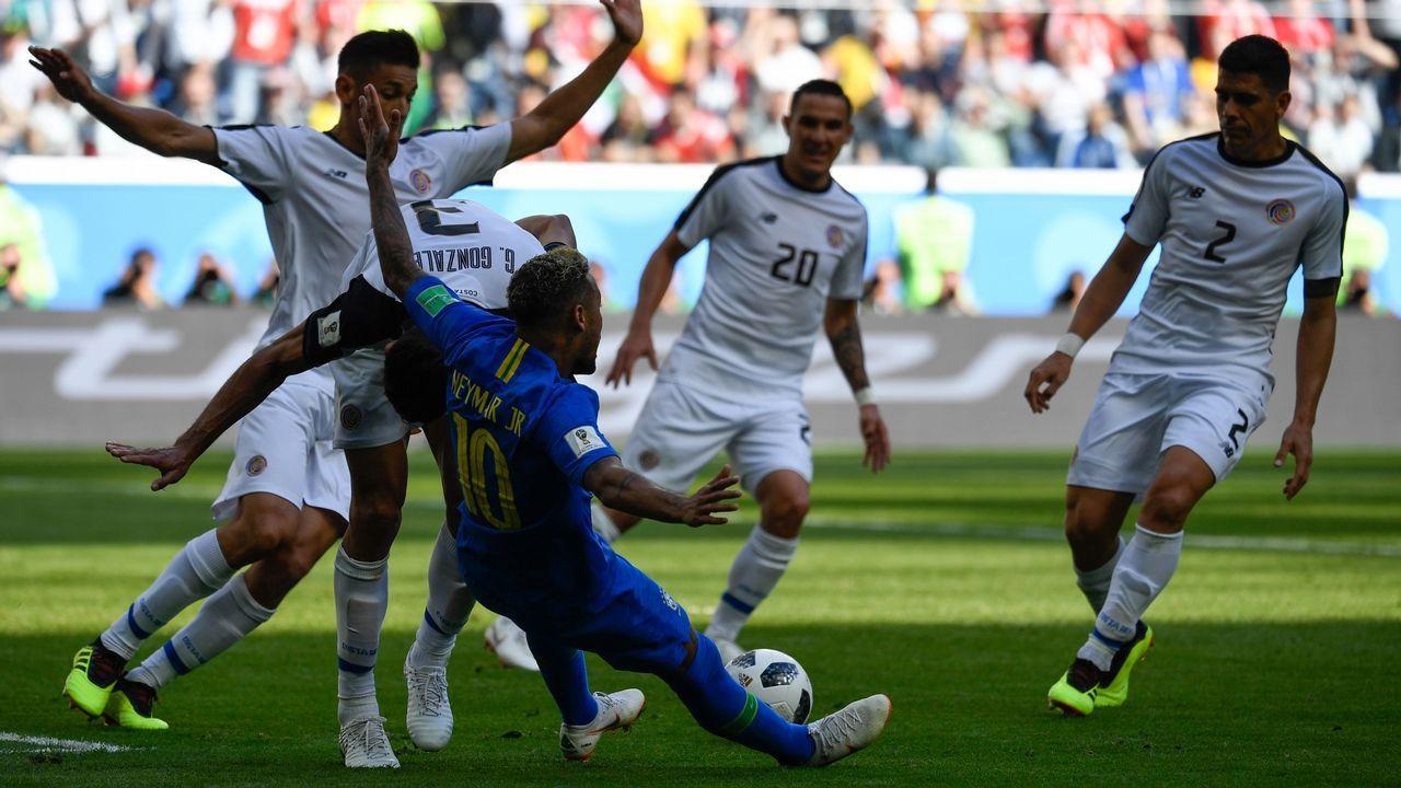 Lucas Vázquez: «Lo que queremos es ir de menos a más y ganar el Mundial».Putin entrega un balón a Trumo en lo que parece la recreación de la famosa escena de «El gran dictador»