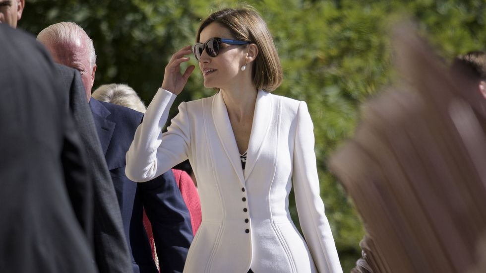 .Ese mismo día, lució también por encima del vestido una chqueta blanca.