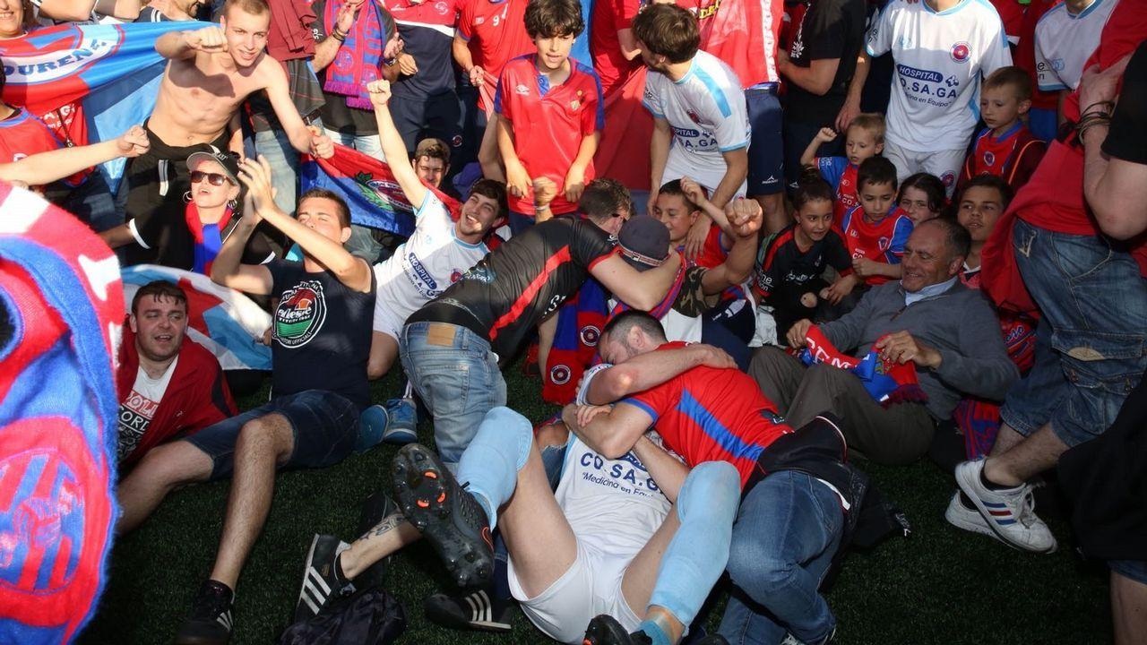 La UD Ourense celebra el ascenso.