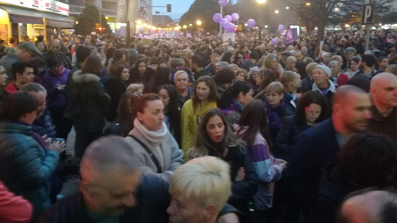 La mujer de Sánchez y las ministras socialistas el 8M: «¿Dónde están, no se ven, las banderas del PP?».Manifestación del 8-M en Gijón