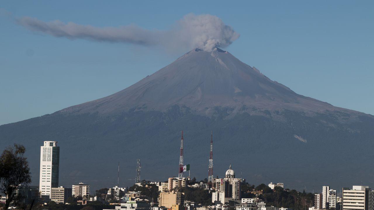 El volcán Popocatepet visto desde Puebla