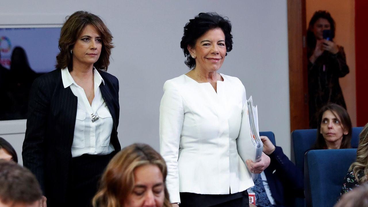Oficina de empleo.Las ministras Delgado y Celáa, tras el Consejo de Ministros